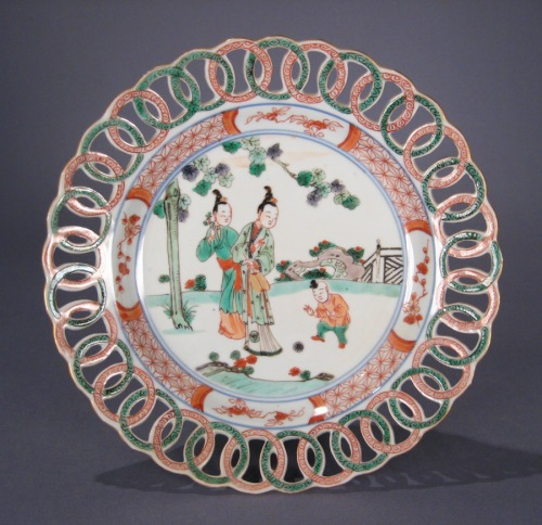 Famille_verte_pair_reticulated_plates_detail