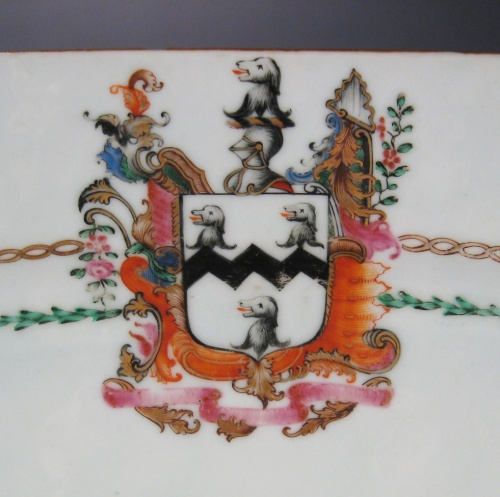 Armorial platter crest with dogs 1760 detail