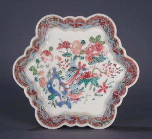 Famille_rose_hexagonal_molded_dish