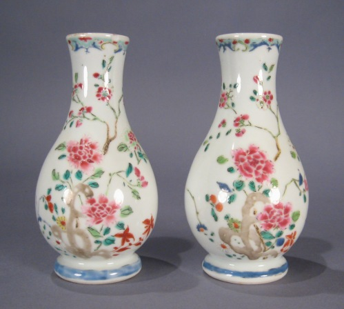 Famille_rose_pair_baluster_vases_1750