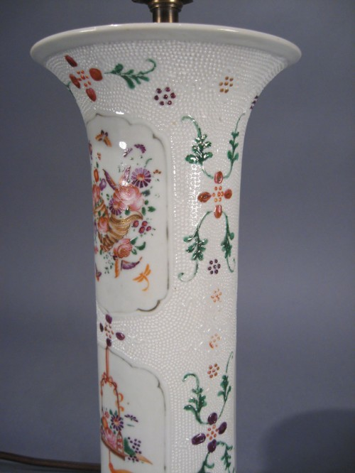 Single famille rose chicken skin trumpet vase lamp 1780 detail