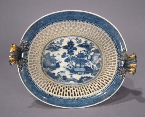 Blue and white reticulated basket nanking 1790 detail 1
