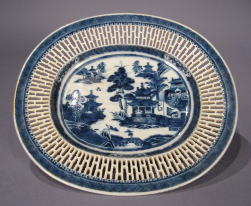 Blue and white reticulated basket nanking 1790 detail 2