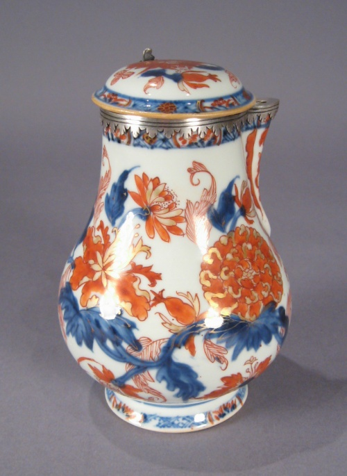 Chinese imari chocolate pot 1700 detail