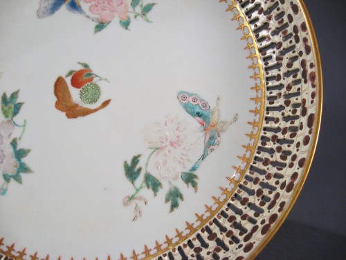 Famille rose large reticulated saucer 1785 detail