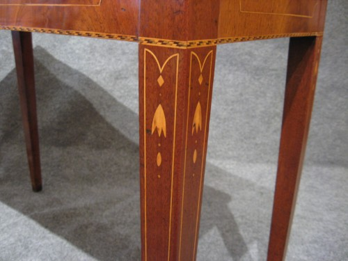 Rhode Island federal inlaid game table 1810 detail 2