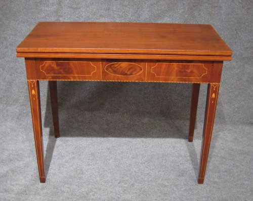 Rhode Island federal inlaid game table 1810