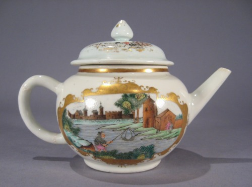 Small teapot in Meissen pattern detail