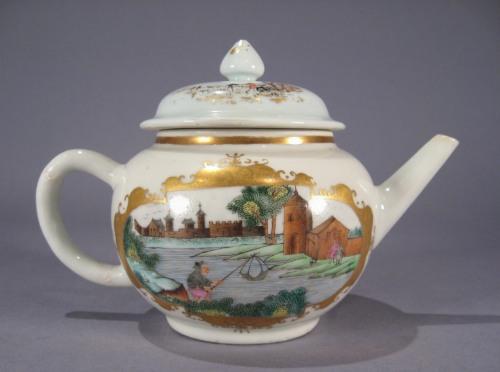 Small teapot in Meissen pattern detail