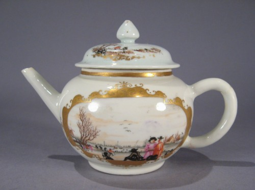 Small teapot in Meissen pattern