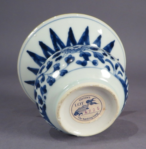 Blue and white nanking cargo spittoon detail