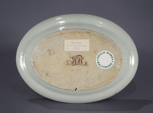 Brown fitzhugh sauce tureen underplate detail