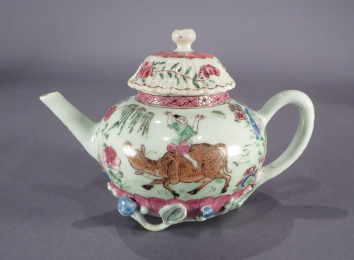 Famille rose teapot with vines detail6