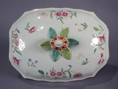Famille rose tureen and underplate detail 1