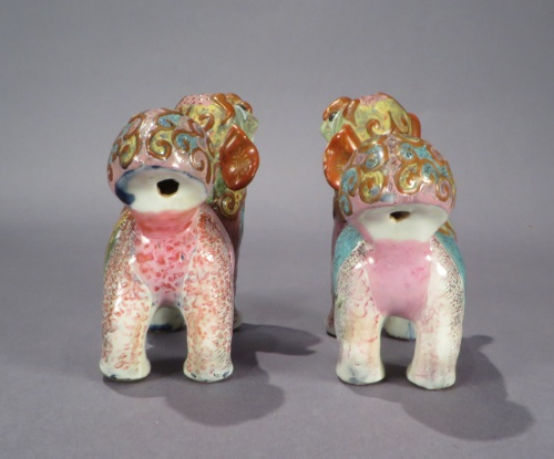 Famille rose standing foo dogs pair detail 2
