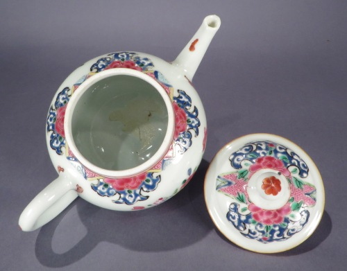 Famille rose teapot 1740 detail 1