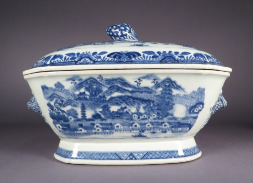 Blue and white tureen canton scene detail 2