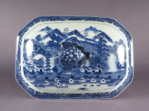 Blue and white tureen canton scene detail 3