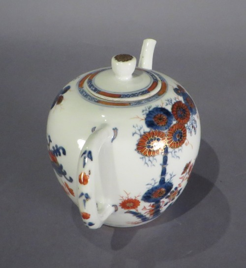 Chinese Imari teapot 2 detail