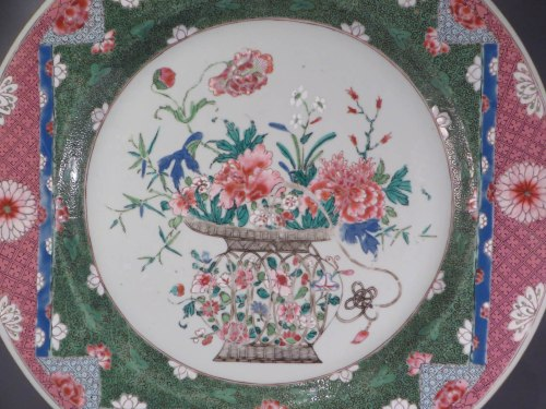 Famille rose charger detail 1