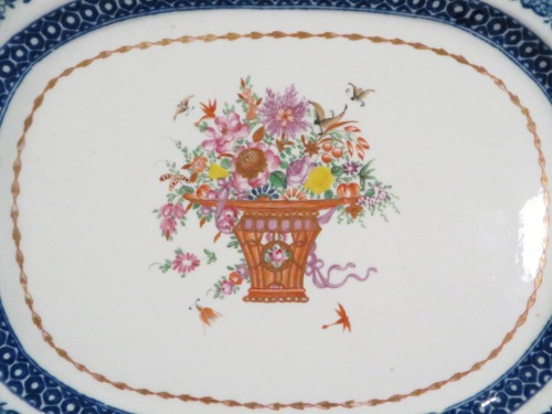 Famille rose small shaped platter detail