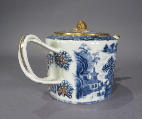 Blue and white drum form teapot 1790 detail 1