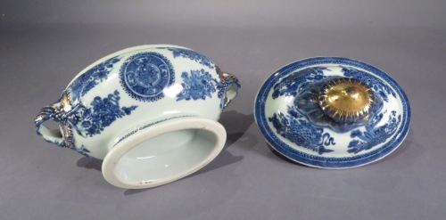 Blue and white fitzhugh sauce tureen detail
