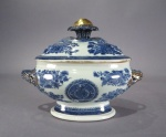 Blue and white fitzhugh sauce tureen