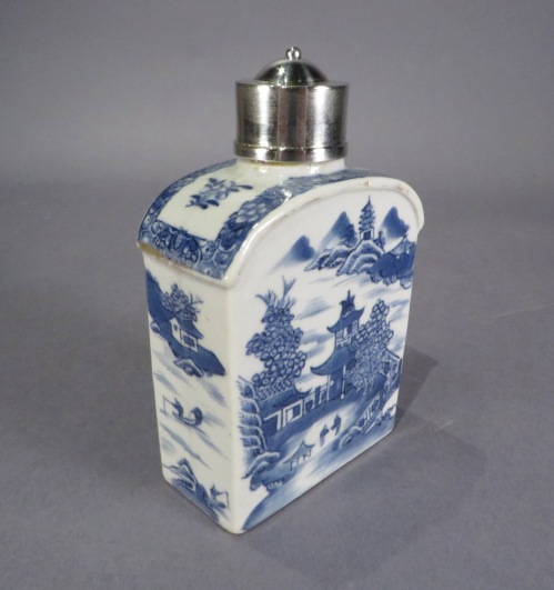 Blue and white tea caddy with silver mounts 1790