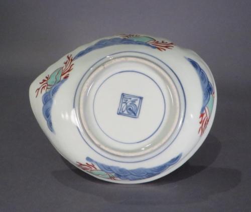 Imari shell form plate 1700 detail