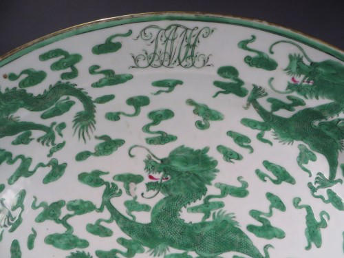 Armorial platter green dragons detail 1