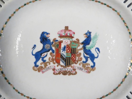 Armorial reticulated platter pair arms of pakenham 1785 detail 2