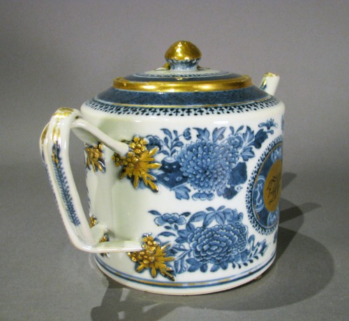 Blue and white fitzhugh gilded teapot detail 1