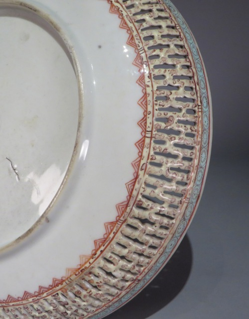 Famille rose reticulated plate 1780 pair detail 3