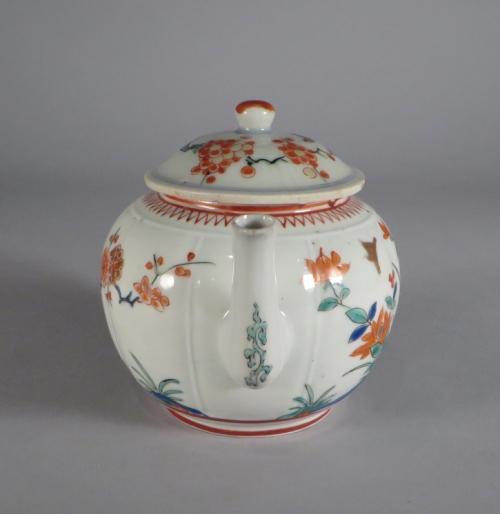 Kakiemon teapot 1690 detail 1