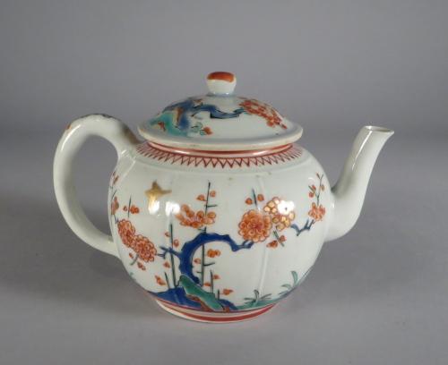 Kakiemon teapot 1690 detail 2
