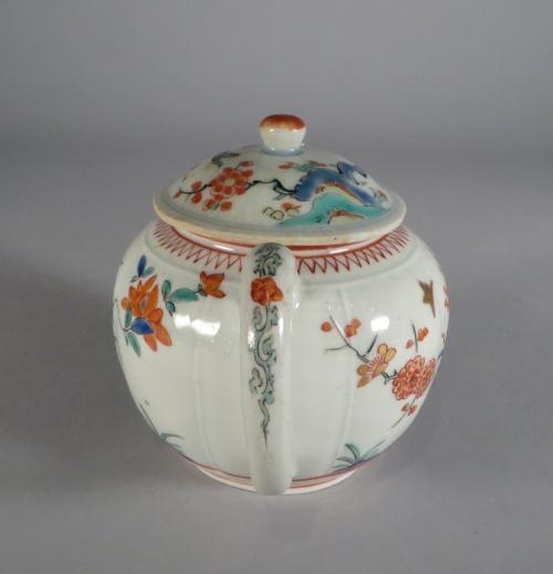 Kakiemon teapot 1690 detail 3