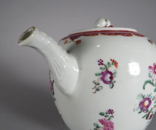 famille-rose-teapot-1760-detail-1