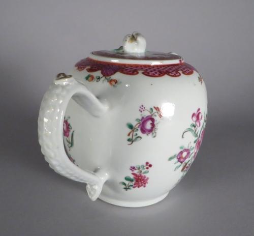 famille-rose-teapot-1760-detail-2