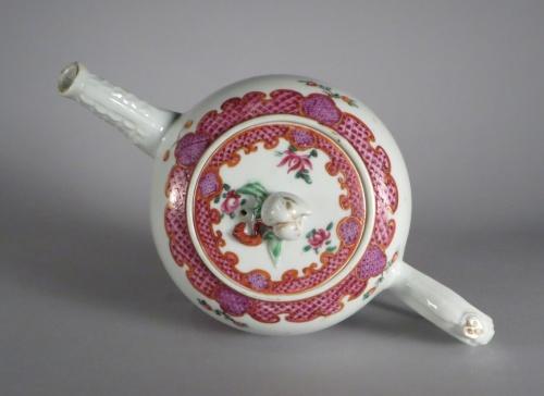 famille-rose-teapot-1760-detail-3