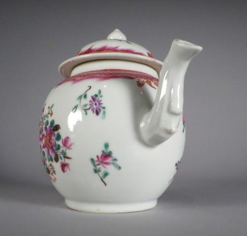 famille-rose-teapot-1775-detail-1