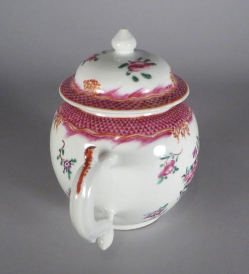 famille-rose-teapot-1775-detail-2