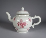 famille-rose-teapot-sculpted-handle-and-spout