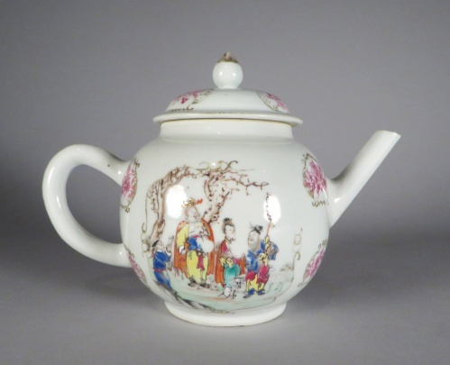 famille-rose-teapot-with-mandarin-scene-1760-detail-1