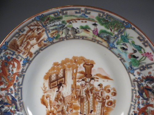 famille-rose-plate-with-central-sepia-vignette-1830-detail-1