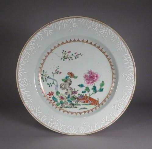 famille-rose-plates-pair-1740-detail-1
