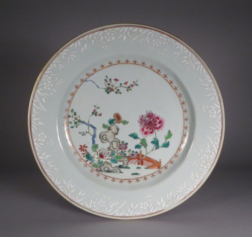 famille-rose-plates-pair-1740-detail-2