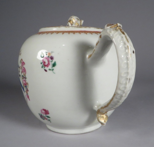 armorial-arms-of-rogers-teapot-detail-1