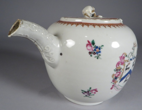 armorial-arms-of-rogers-teapot-detail-2