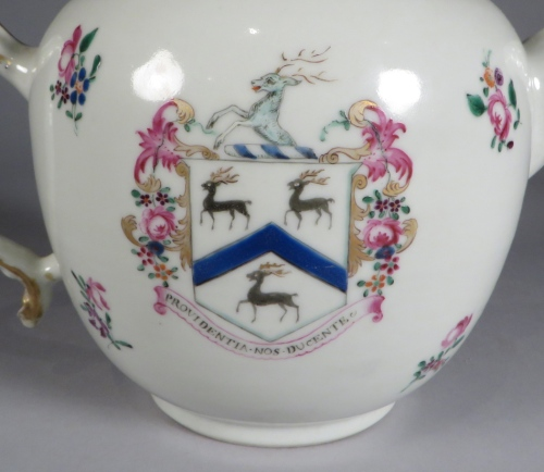 armorial-arms-of-rogers-teapot-detail-4